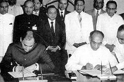 signing of 13th ammendments J R Jayawardena Rajiv 29 jul 1987